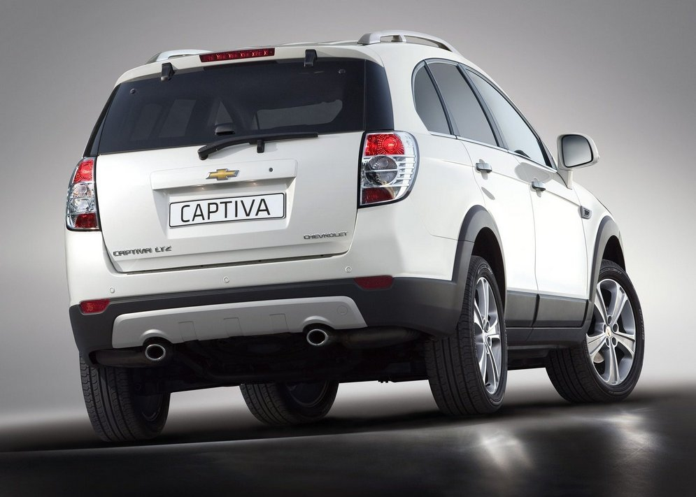 Chevrolet-Captiva-Rear-Side-View.jpg
