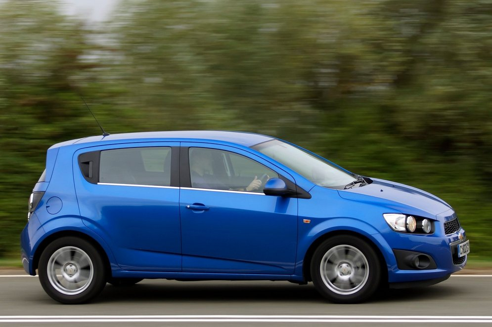 Chevrolet-Aveo_2011_1600x1200_wallpaper_2f.jpg