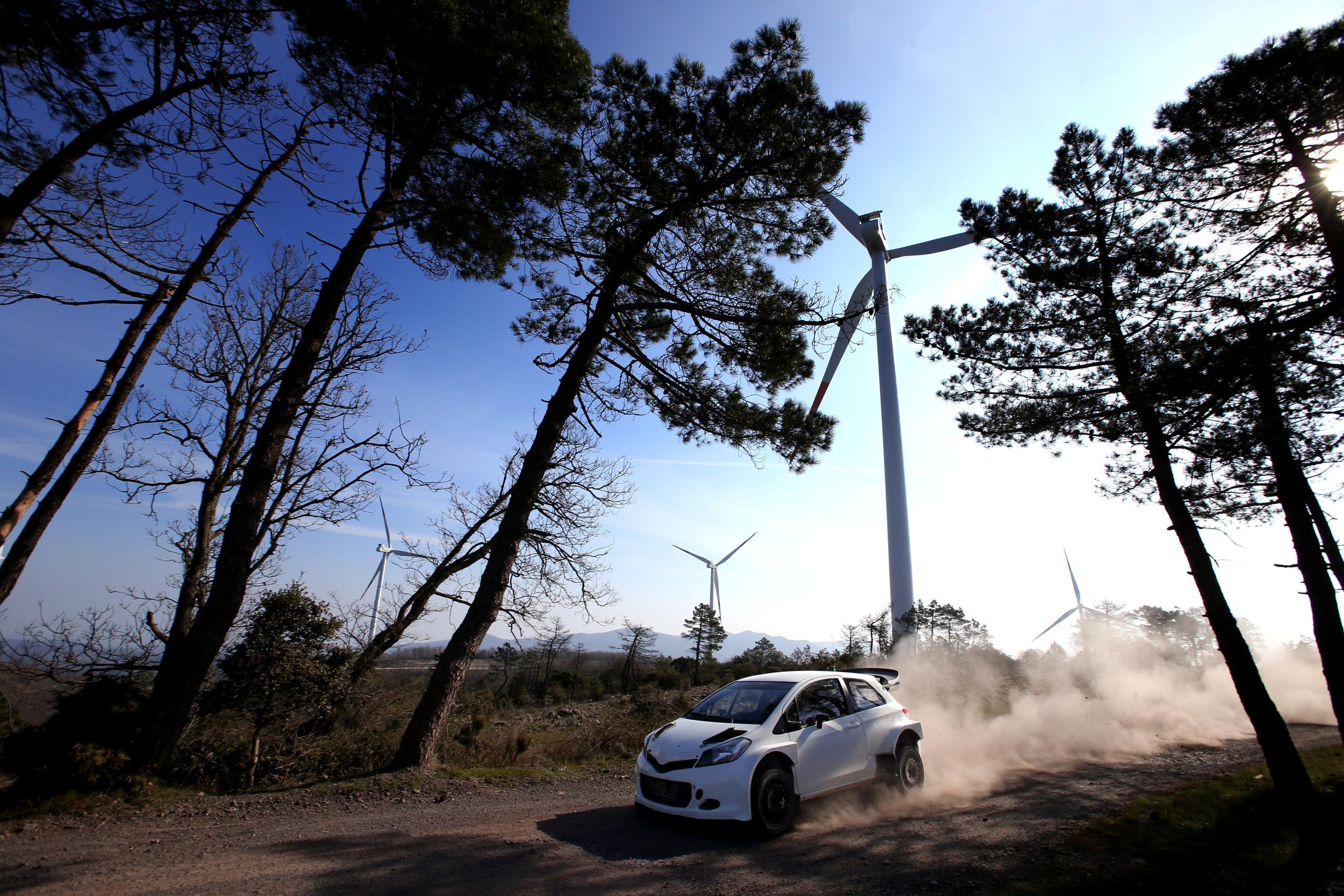 toyta_yaris_WRC_02.jpg