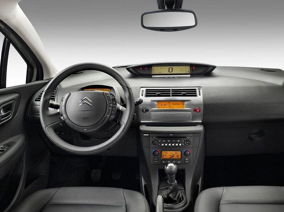 Interior_Citroen_C4_3.jpg