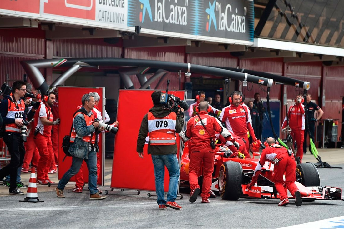 Льюис Хэмилтон снова выводит Mercedes на первое место тестового дня