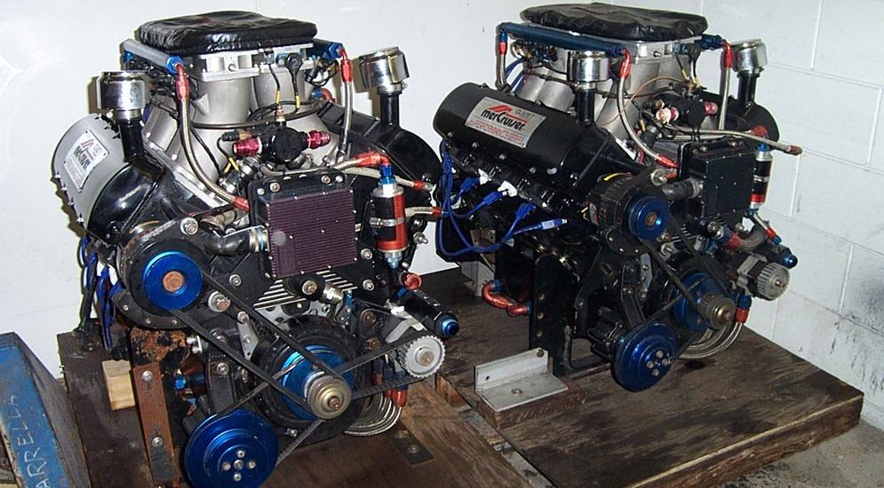 Scuderia_Cazzani_Offshore_Racing_Chevrolet_Engine.jpg