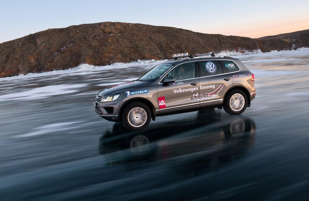 New_Volkswagen_Touareg_on_Baikal_Ice_(4).jpg
