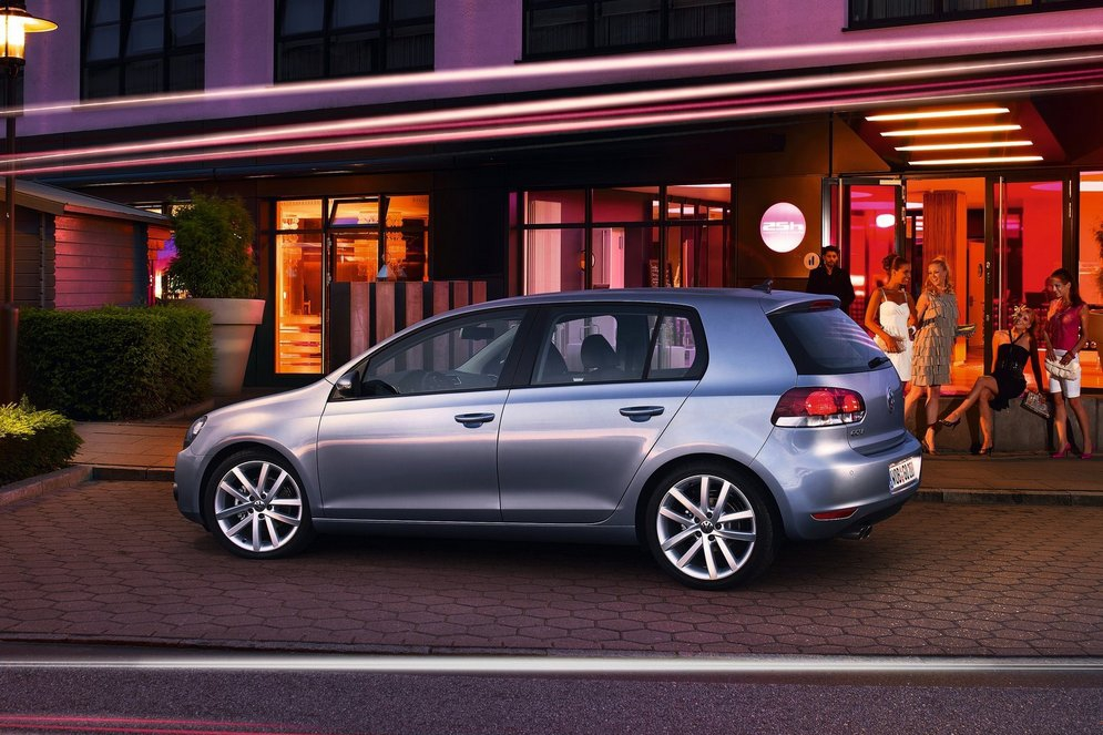 Volkswagen-Golf_2009_1600x1200_wallpaper_52.jpg