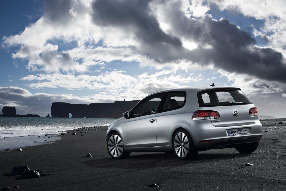 Volkswagen-Golf_2009_1600x1200_wallpaper_54.jpg