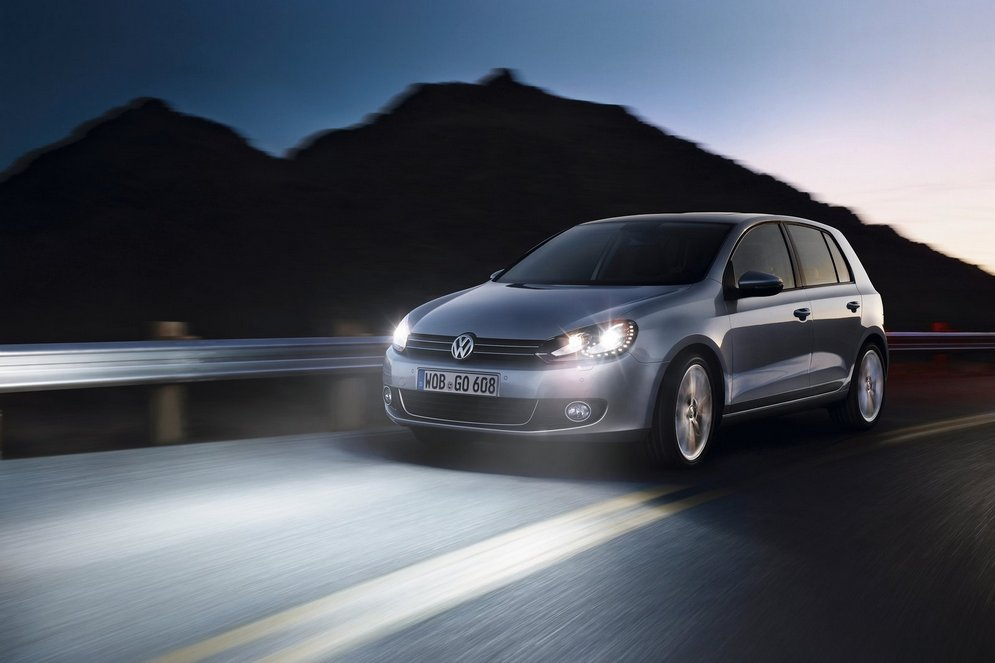 Volkswagen-Golf_2009_1600x1200_wallpaper_0f.jpg