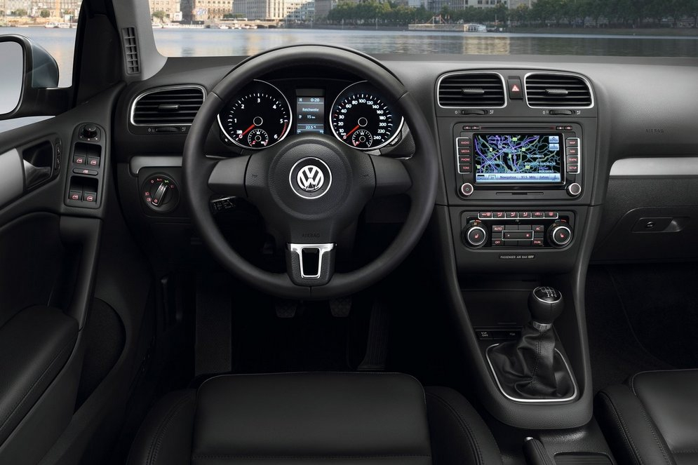 Volkswagen-Golf_2009_1600x1200_wallpaper_82.jpg