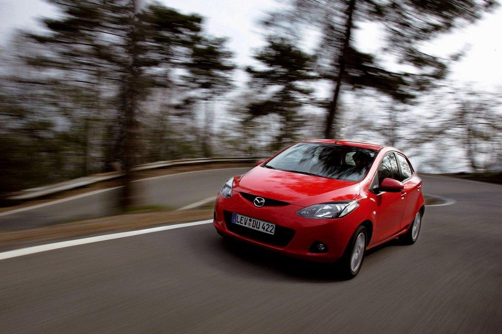 Mazda-2_2008_1600x1200_wallpaper_10.jpg