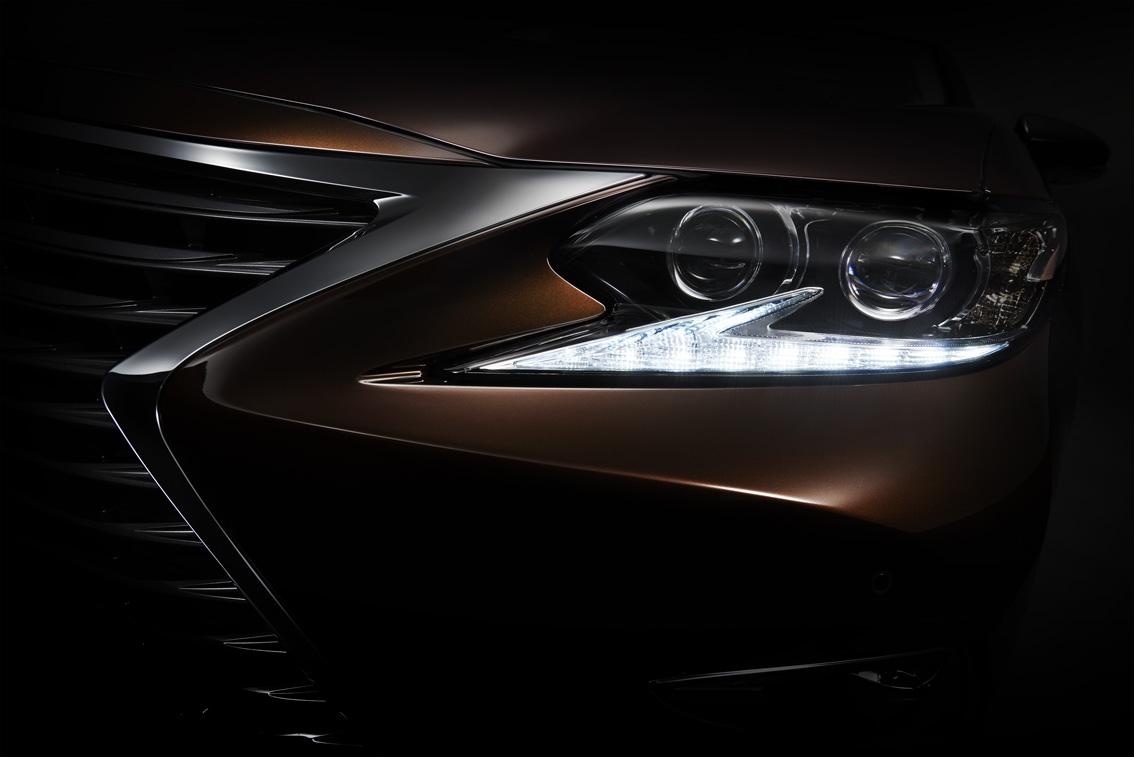 Lexus_ES_teaser_20150410_lowres.jpg