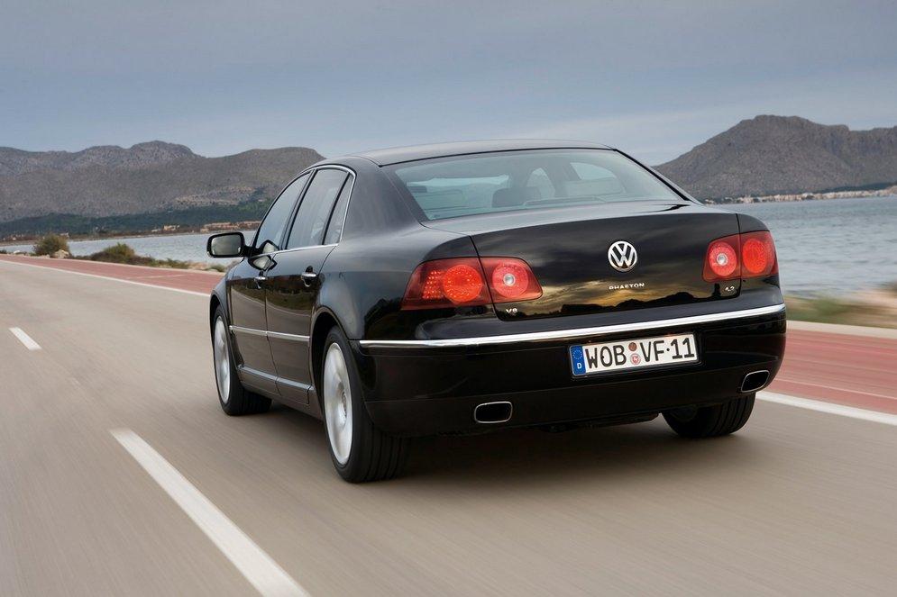 Volkswagen-Phaeton_2008_1600x1200_wallpaper_07.jpg