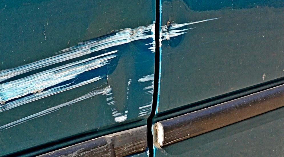 Что делать если зацепил машину на парковке