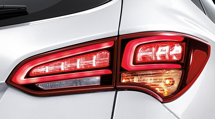 2016-Hyundai-Santa-Fe-facelift-taillight.jpg