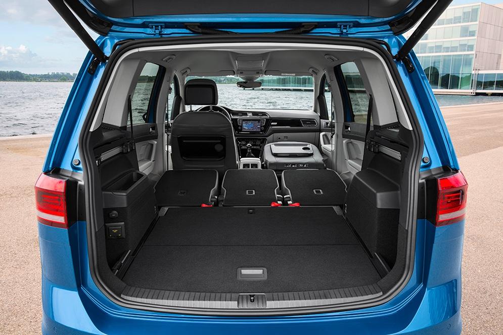 New_Volkswagen_Touran_(5).JPG