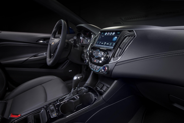 2016-Chevrolet-Cruze-Interior-010.jpg