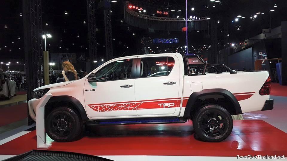 Toyota-Hilux-Revo-TRD-8.jpg