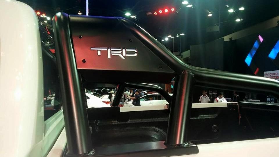 Toyota-Hilux-Revo-TRD-222.jpg