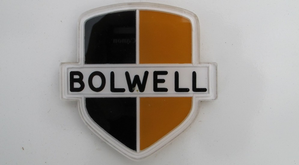 1Bolwell_car_badge.jpg