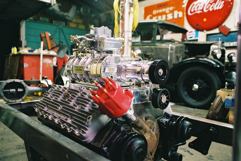 A_Blown_Flathead_In_The_Build_Stage_courtesy_of_moes_garage.jpg