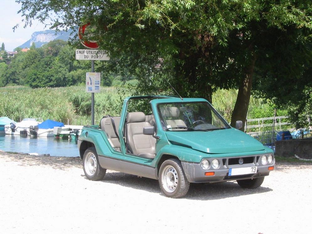 Mega(Automobiles)_Ranch_(vue_avant_droit).jpg