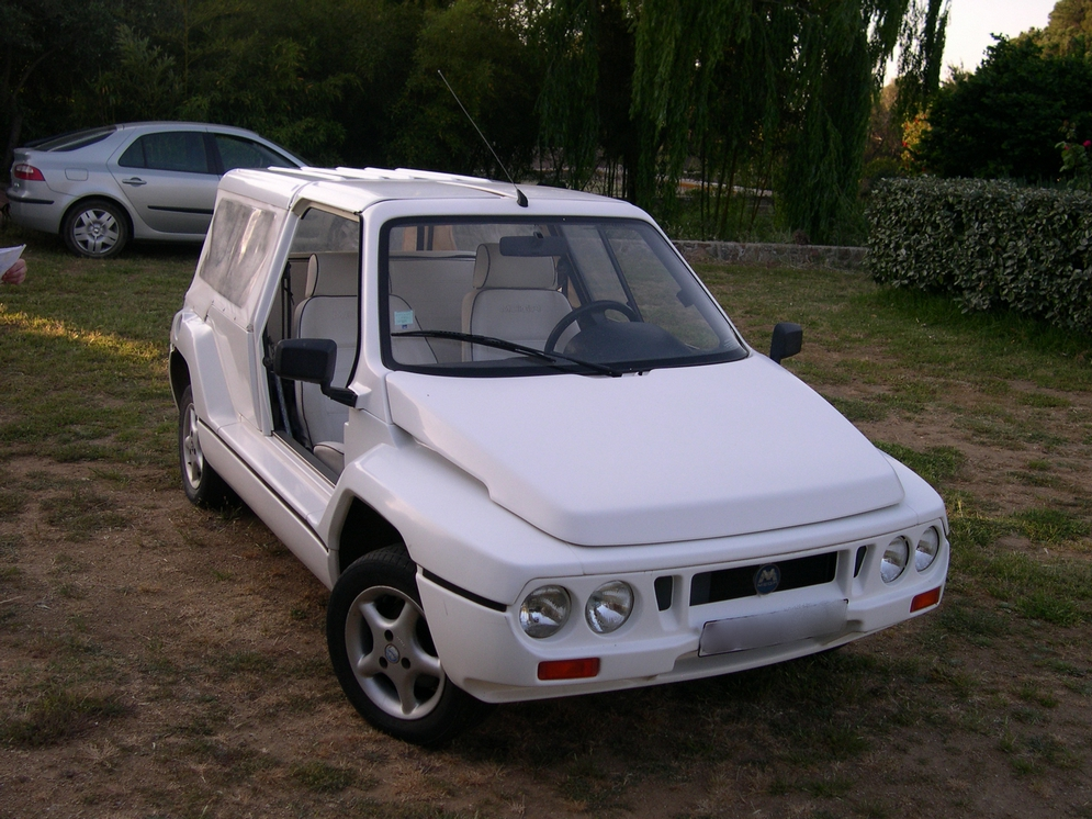 Mega(Automobiles)_Club_(vue_avant).jpg