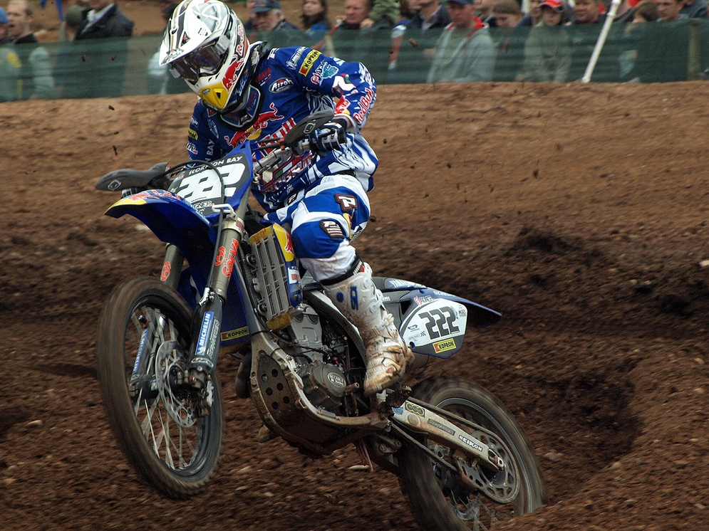Antonio_Cairoli_ITA_FMI_Yamaha_FIM_MX_Mallory_Park_2008_R6a.jpg