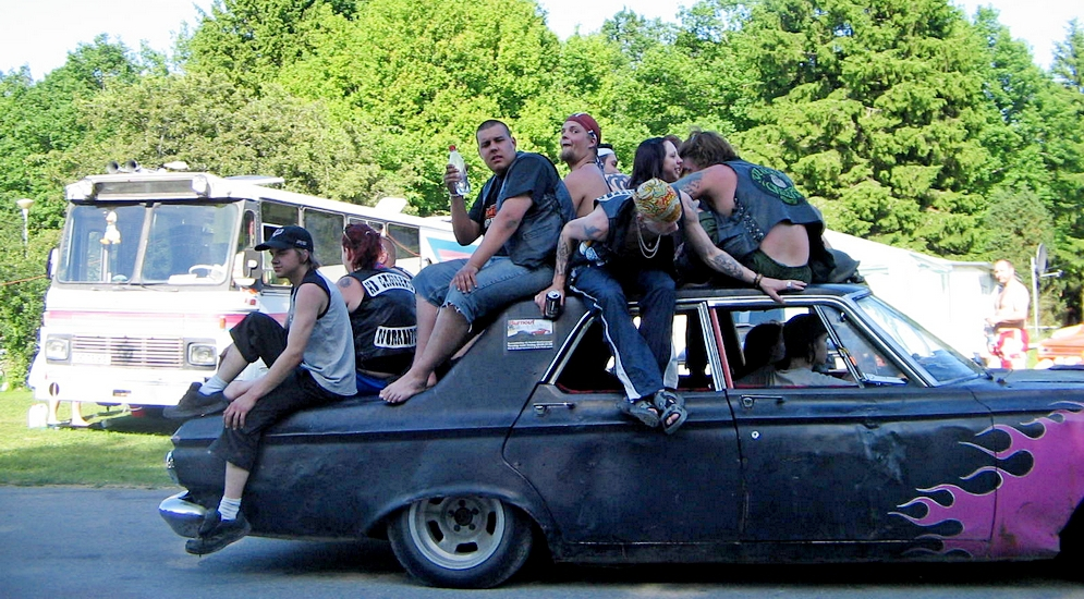 60's_car_with_lots_of_raggare_on_the_roof_at_Power_Big_Meet.jpg