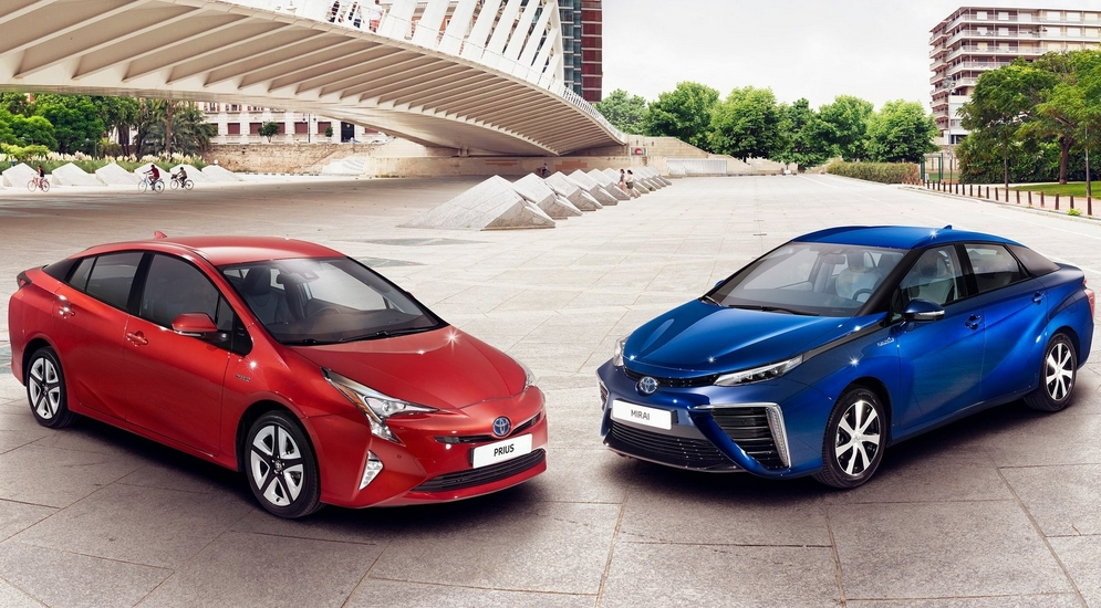 Toyota-Prius_2016_1600x1200_wallpaper_17.jpg