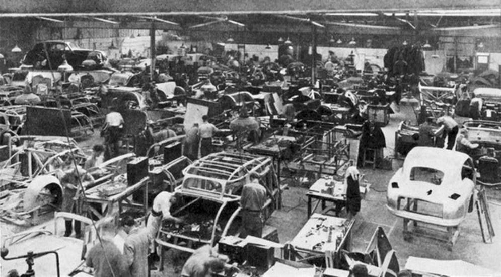 4_Aston_Martin_Lagonda_Plant_Feltham_1950.jpg