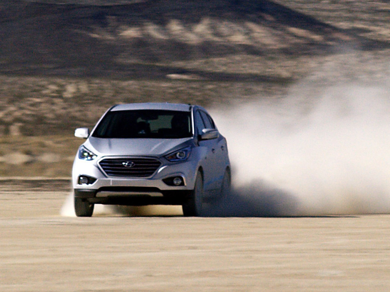 44587_HYUNDAI_TUCSON_FUEL_CELL_SETS_LAND_SPEED_RECORD_FOR_PRODUCTION_FUEL_CELL.jpg