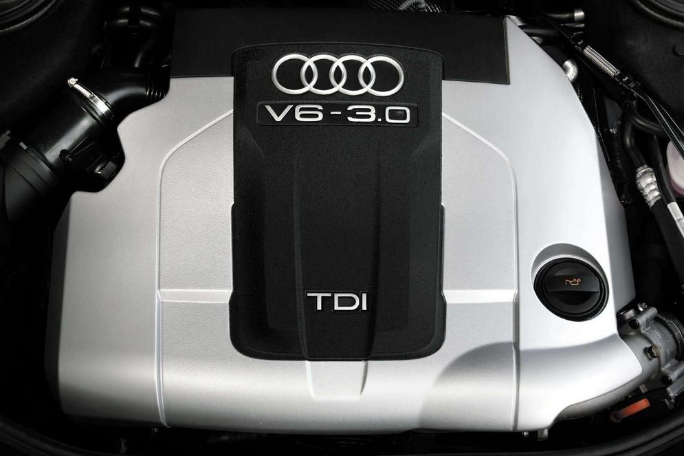 Audi-A8_3.0_TDI_quattro_2004_1600x1200_wallpaper_06.jpg