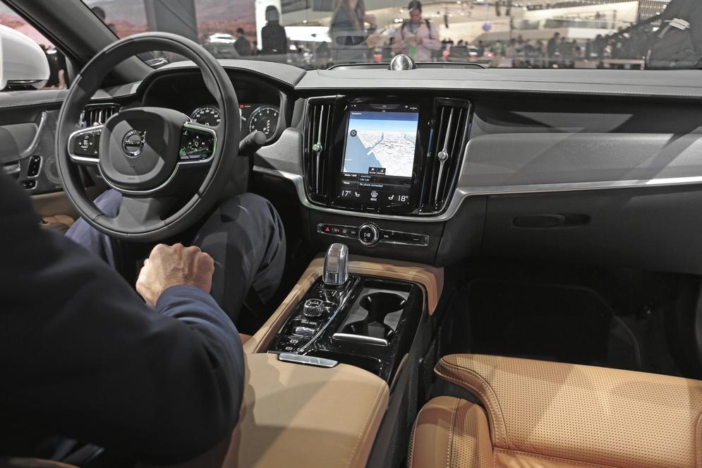 Интерьер Volvo S90