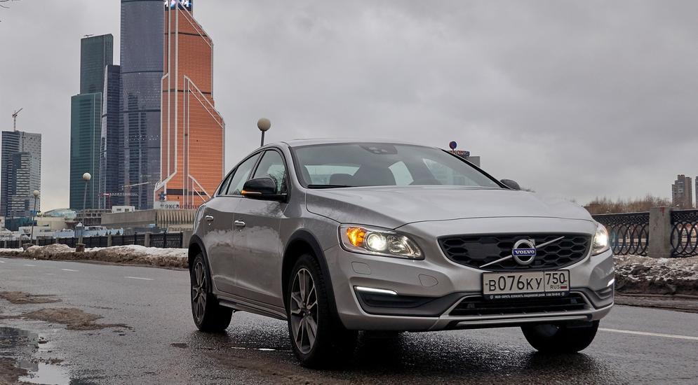 Volvo_S_60_CC_015.jpg