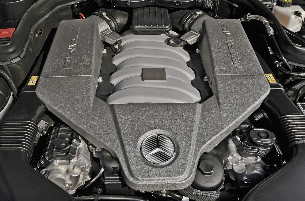 7Под капотом Mercedes-Benz C 63 AMG Coupe US-spec (C204) '2011–н.в..jpg