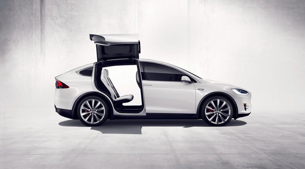 Tesla Model X: лучшее от Запорожца, Citroen и Gullwing