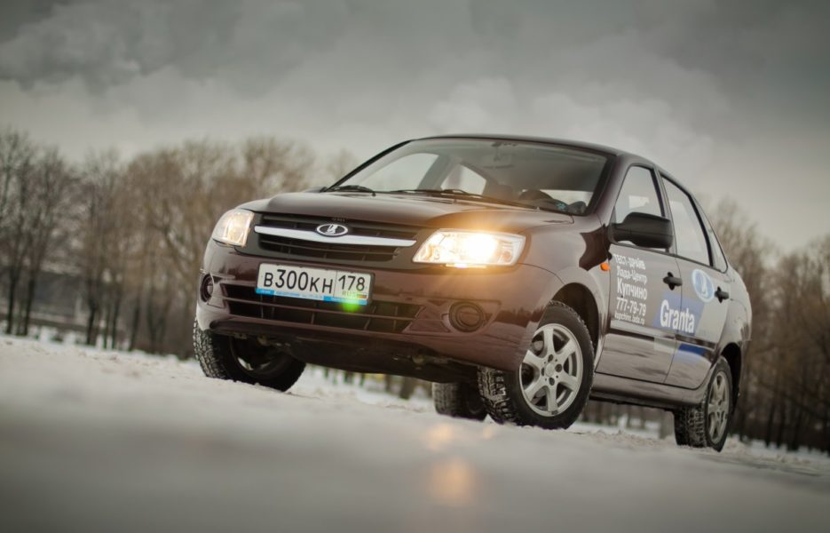Десятка самых недорогих автомобилей с автоматом в России - Колеса.ру f104562a5c3