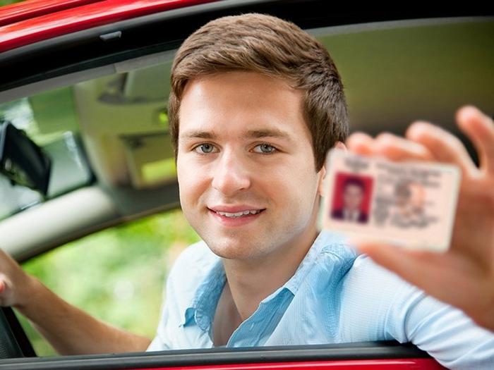 Заменить водительские права можно будет не в ГИБДД - Колеса.ру