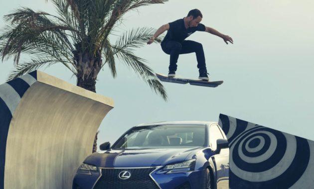 Lexus показал свой левитирующий скейт в действии