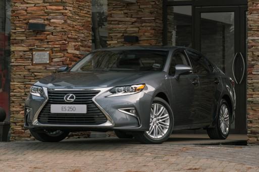Lexus объявил о старте продаж нового седана ES